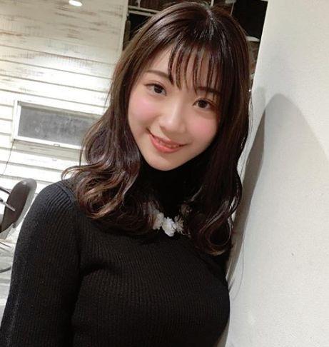 小林茉里奈・私服03